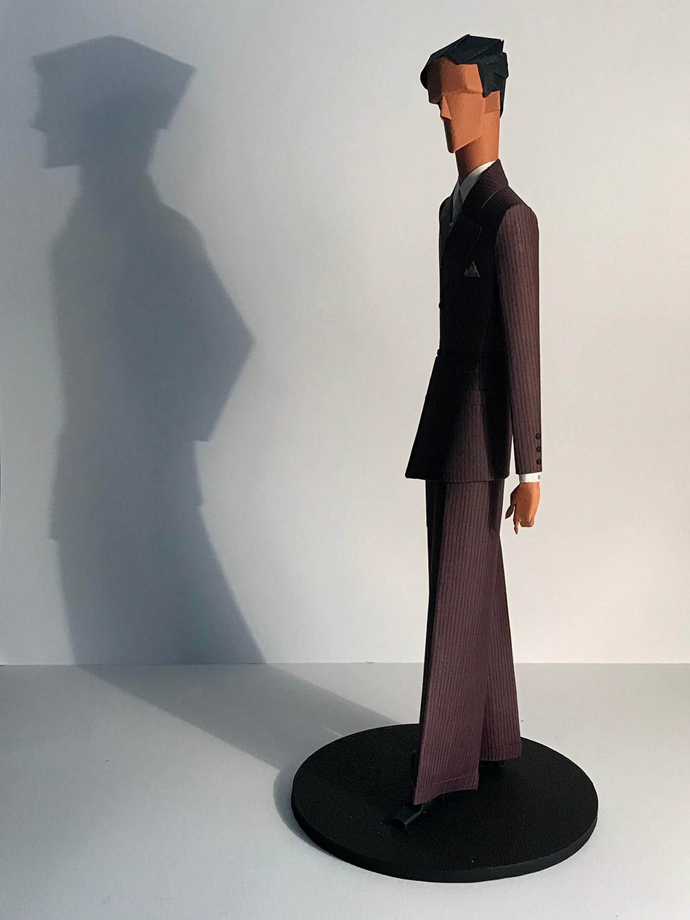 2-saint-aubin-Elegant-au-costume-bordeaux-b-galerie-bettina-art-contemporain-paris