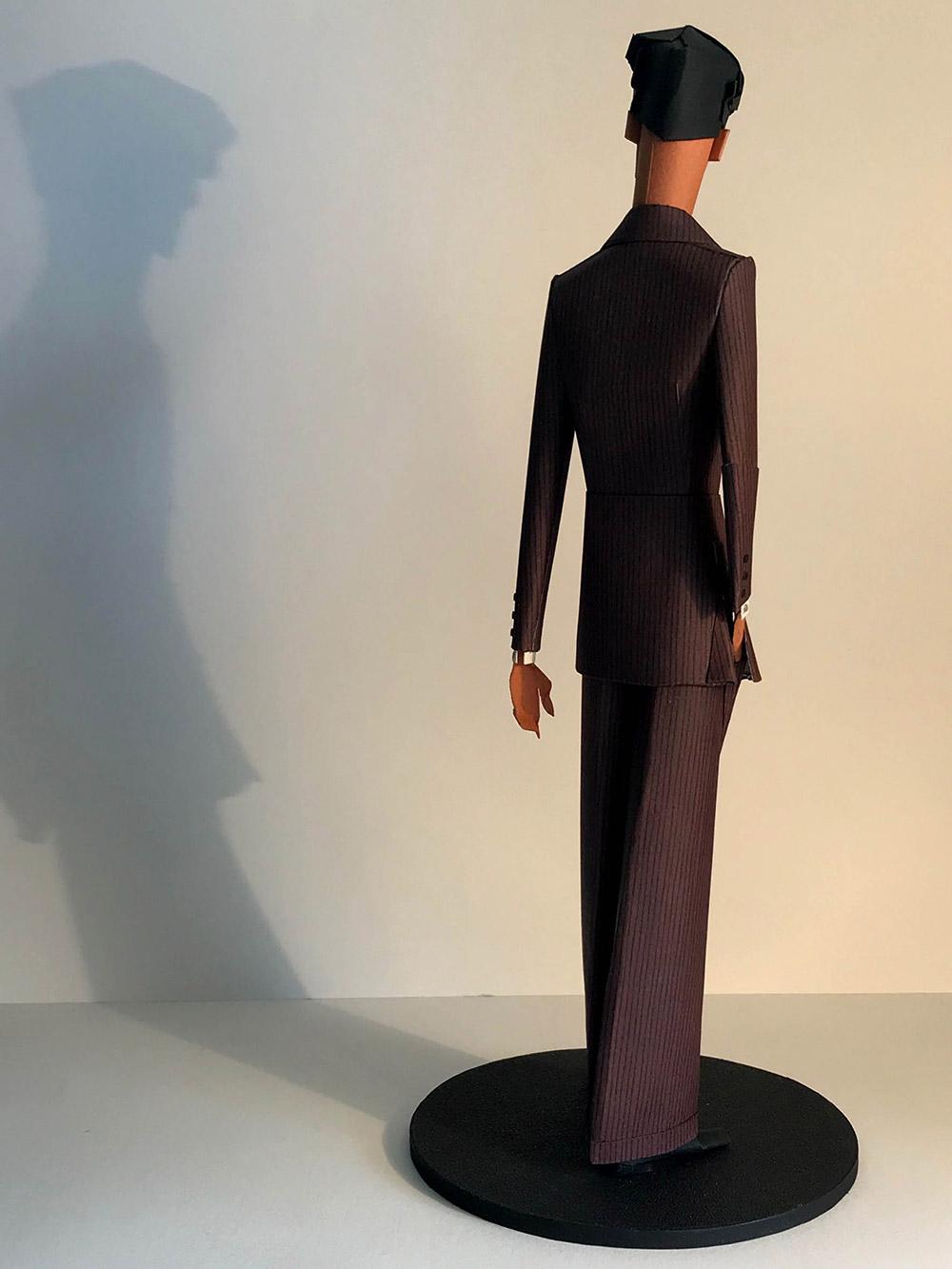 2-saint-aubin-Elegant-au-costume-bordeaux-c-galerie-bettina-art-contemporain-paris