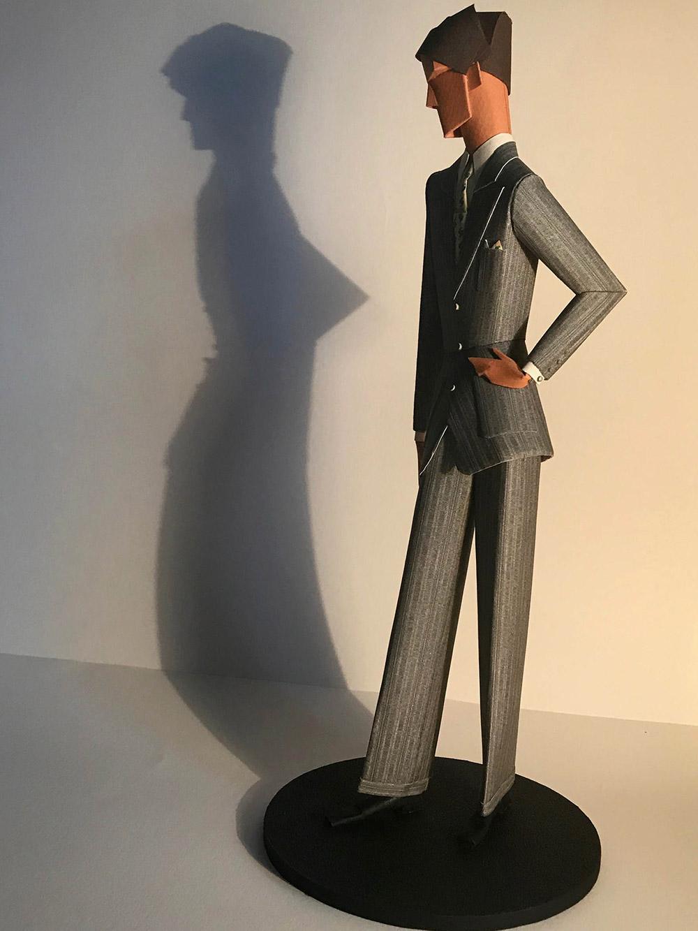 8-saint-aubin-Elegant-au-costume-gris-3-galerie-bettina-art-contemporain-paris
